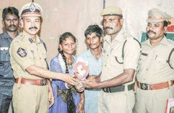 Joint Commissioner of Police BV Ramana Kumar congratulates APSP constable A Srinivasulu who rescued Tirupatamma (centre) from drowning at Ryves Canal in Vijayawada on Sunday. The woman is standing beside her husband Raja Reddy; (right) a screen grab of the incident   express