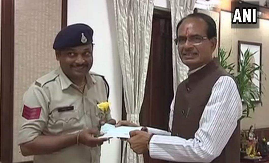 50k Reward For Brave Cop Who Saved 400 Lives in MP