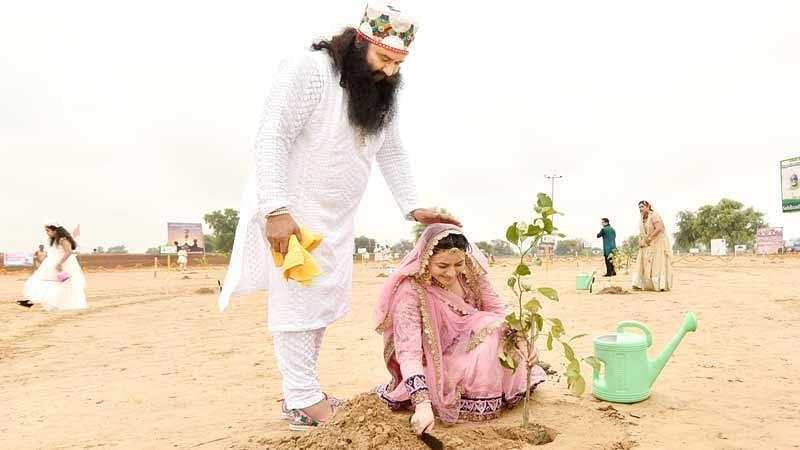 Rape convict Dera chief Gurmeet Ram Rahim Singh with adopted daughter Honeypreet Insan (Official Website   Honeypreet Insan)