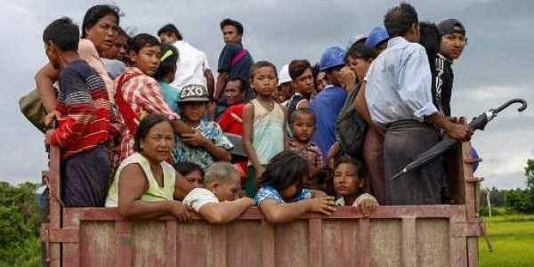 Thousands of people have fled their homes following two days of crisis in the state of Rakhine in Myanmar. Members of the Muslim Rohingya minority escaped to the border with Bangladesh, but Bangladeshi border guards are turning them back.The impoverished