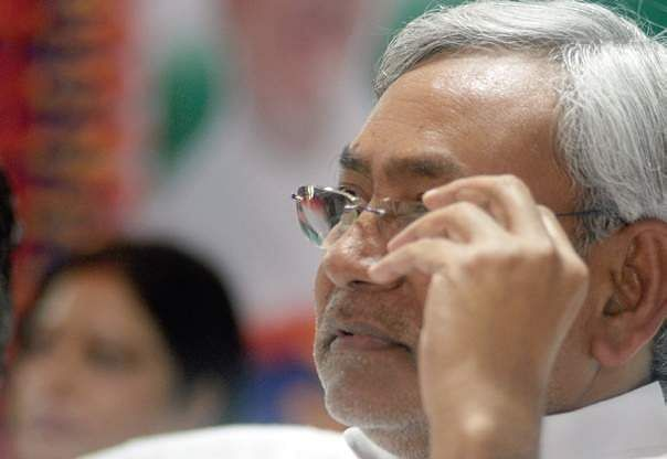 Sharad Yadav, Lalu attack Nitish over canal collapse