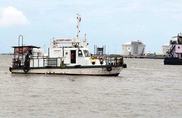 Cochin Ports' ships undertake search operation to locate and lift the fishing boat that capsized at the shipping channel off Kochi on Tuesday. (EPS | Albin  Mathew)