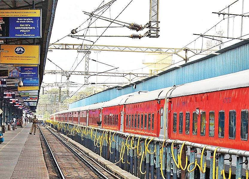 Plan to build diesel loco factory with GE on track: Minister