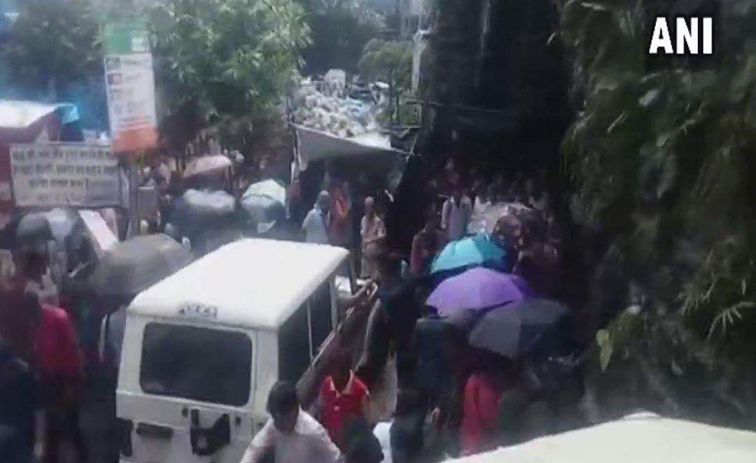 Mumbai 22 Dead Over 30 Injured In Stampede At