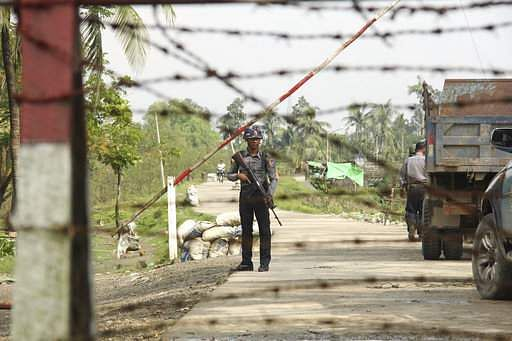 Myanmar people flee into Bangladesh