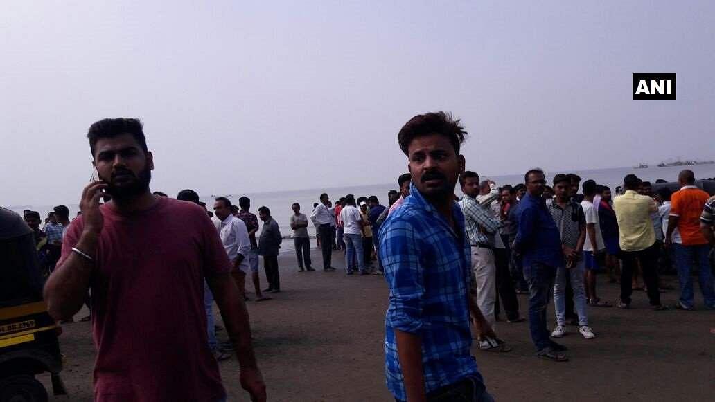 4 children die as boat collapses off the Mumbai coast