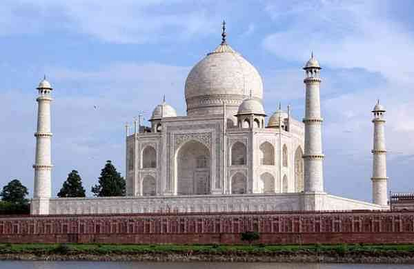 environmental protection of taj mahal Researchers from the school of civil and environmental engineering have found burning trash around the taj mahal is not only a major factor in the monument's discoloration, it's contributing to hundreds of premature deaths each year.