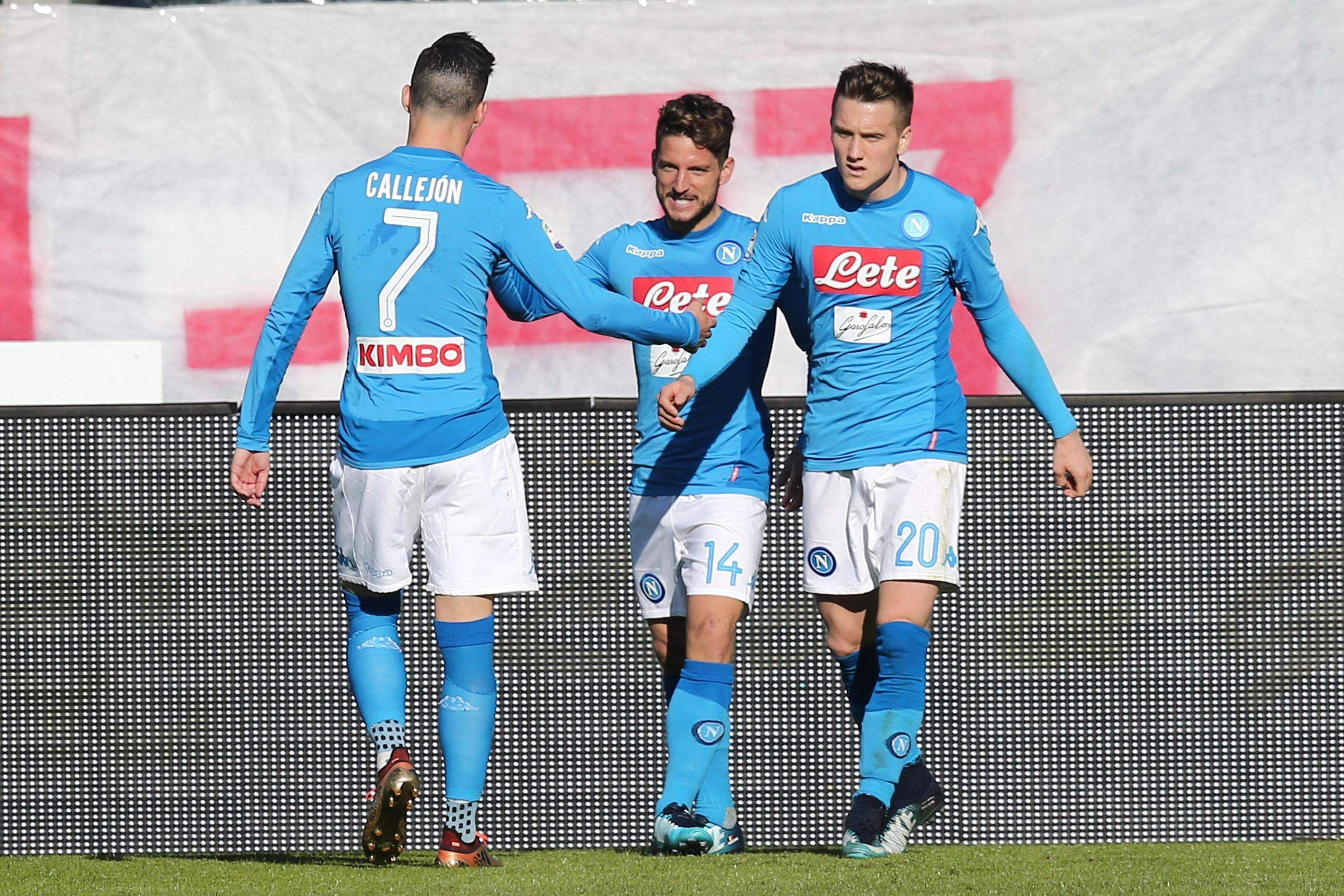 Mertens keeps Napoli top of Serie A, Lazio hit five