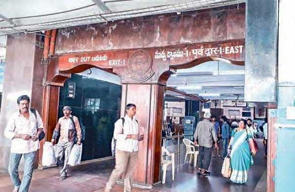 Passengers entering and exiting the Vijayawada Railway Station without having  to go through any security checks | R V K Rao