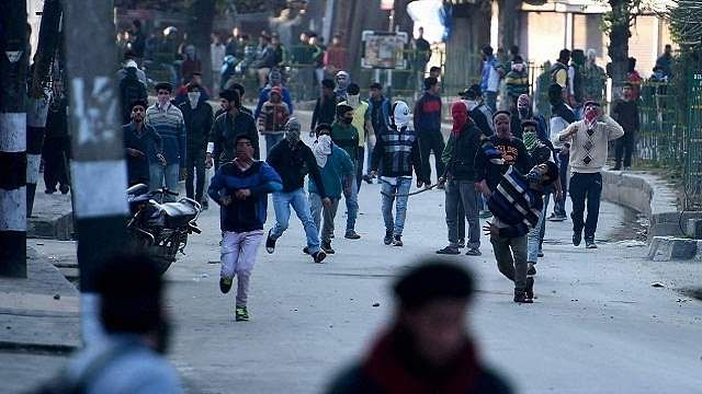 Republic Day 2018: Mobile internet services snapped in Kashmir