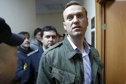 Police arrest Navalny at illegal protest