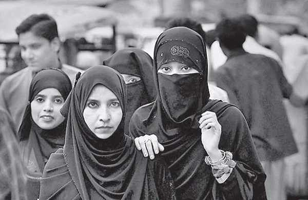 UP BJP leader Raghuraj Singh seeks ban on burqa