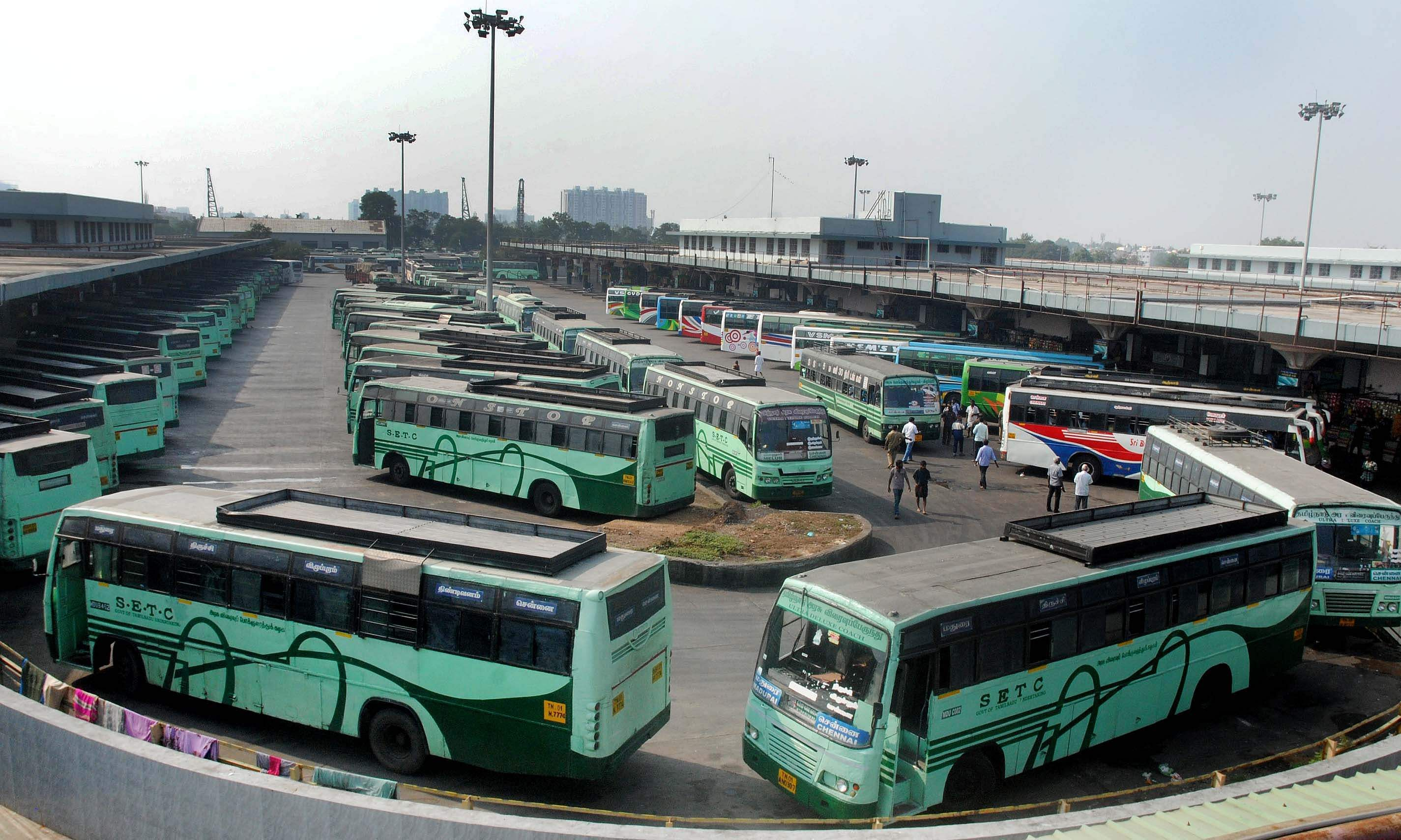 The buses stand still at Koyambedu Mofussil Bus terminus following the flash strike by the Transport Employees