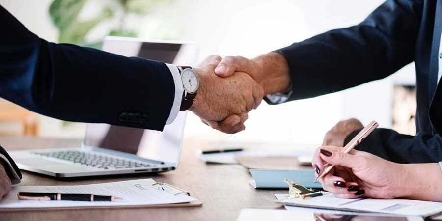 Hand shake, deal, acquire, acquasition
