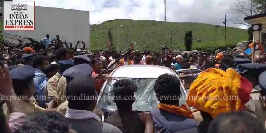 Women journalists blocked, cars attacked near Sabarimala