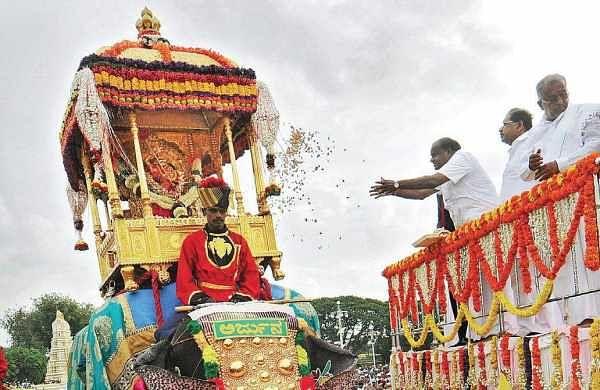 H D Kumaraswamy offers floral tributes to Goddess Chamundeshwari during Jamboo Savari in Mysuru on Friday   Udayashankar S