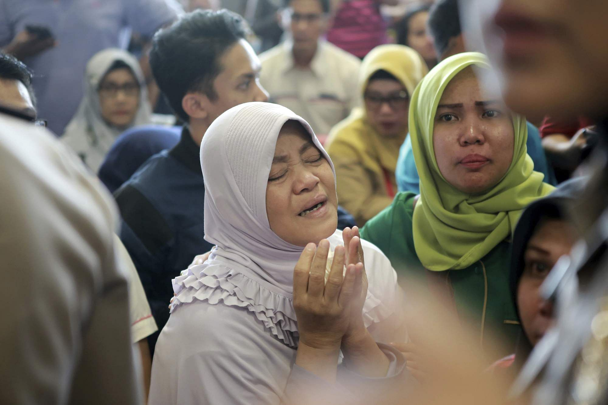 Indonesia Lion Air Plane Crash Updates Pope Offers Condolences To Crashed Aircraft Beacon A Relative Of Passengers Prays As She And Others Wait For News On That Off Java Island At Depati Amir Airport In Pangkal Pinang