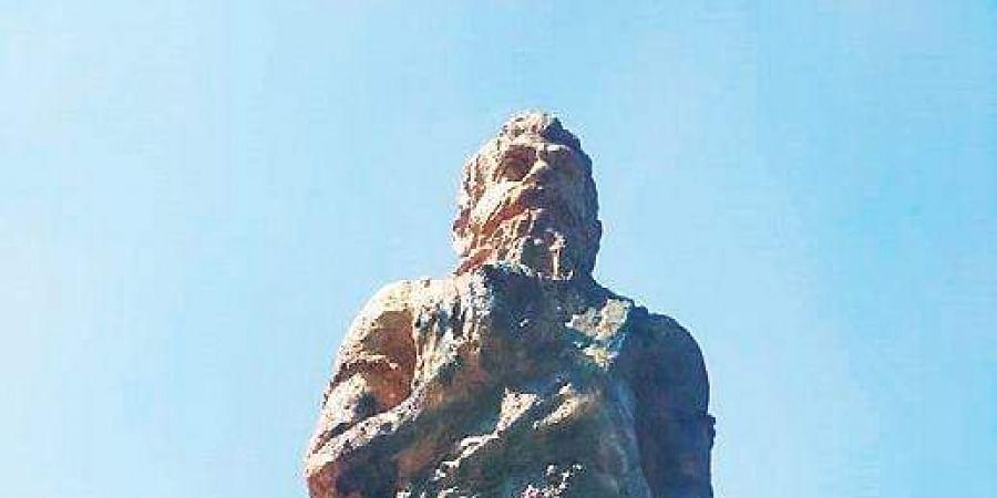 Manu statue