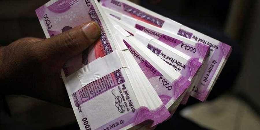 Rs 2000, cash,money