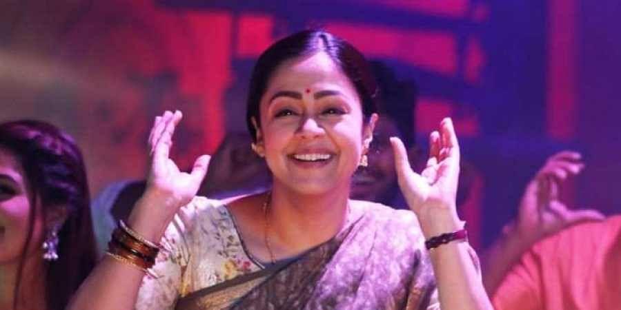 Jyothika dance to Jimikki Kammal