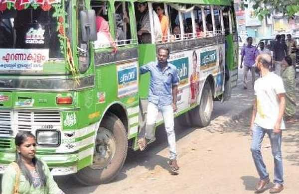 The public is up in arms against the absence of doors in buses | EPS