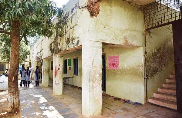 Dilapidated school building of   Injapur Government School seen in photos.
