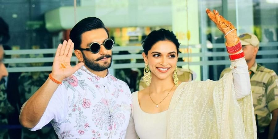Ranveer helps Deepika with saree at reception. Then blows her a kiss