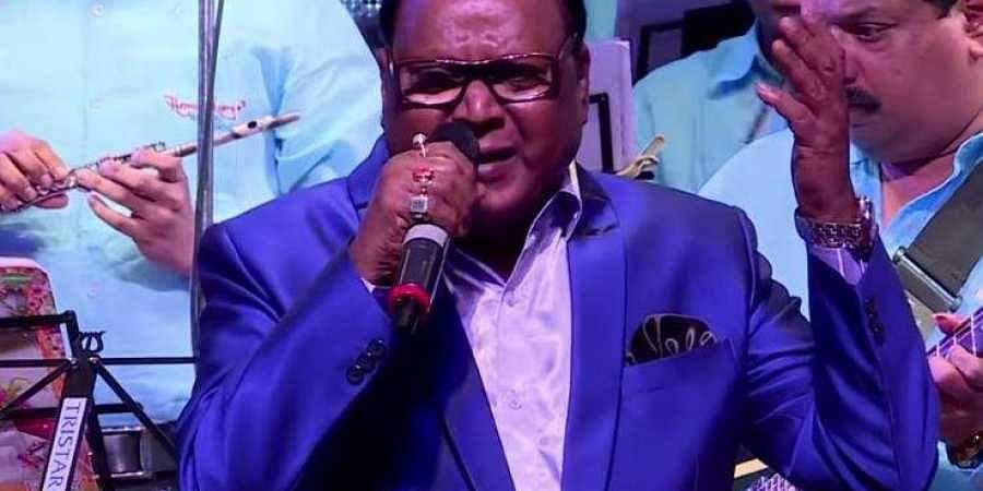 playback-singer-veteran-singer-mohammad-aziz-passe