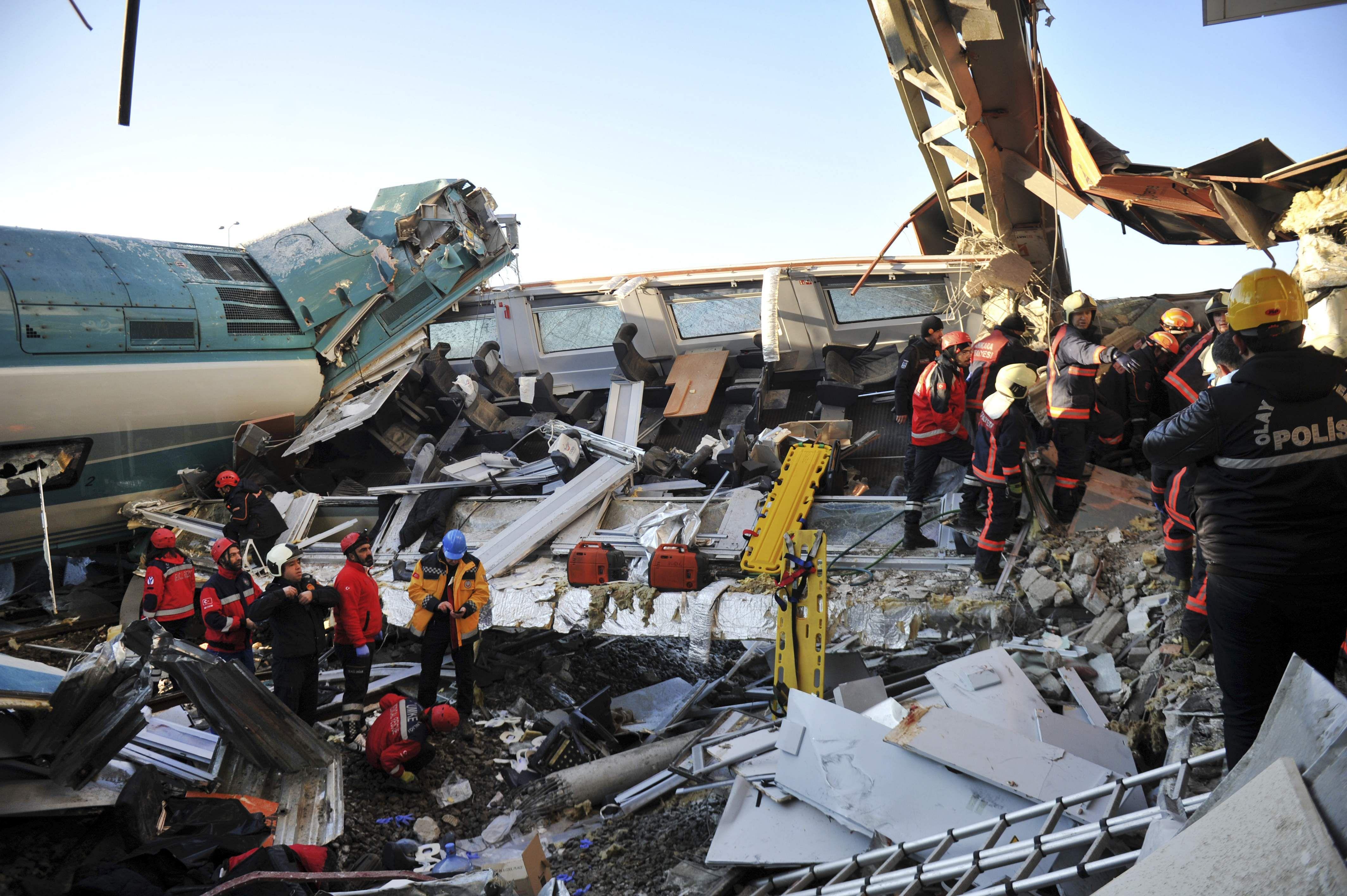 Turkey_train_mishap14_AP