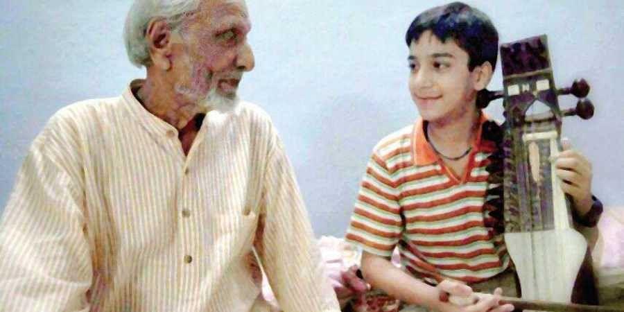 Sarangi exponent Ustad Sabri Khan with his grandson Nabeel Khan