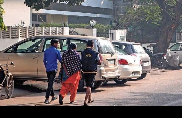Cars parked on the roadside (Photo| Shekhar Yadav/ EPS)