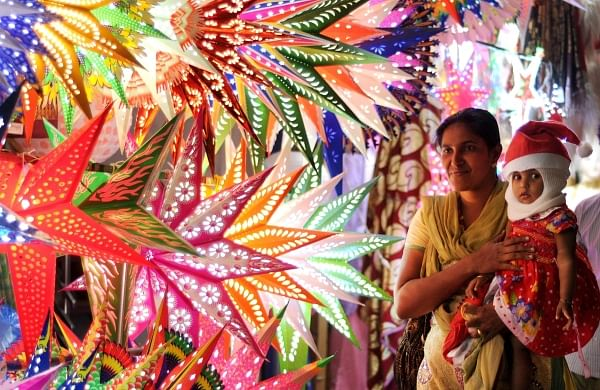 Shops are busy with Christmas sales.  A woman selecting Christmas star at a shop in the city. (EPS | A Sanesh)