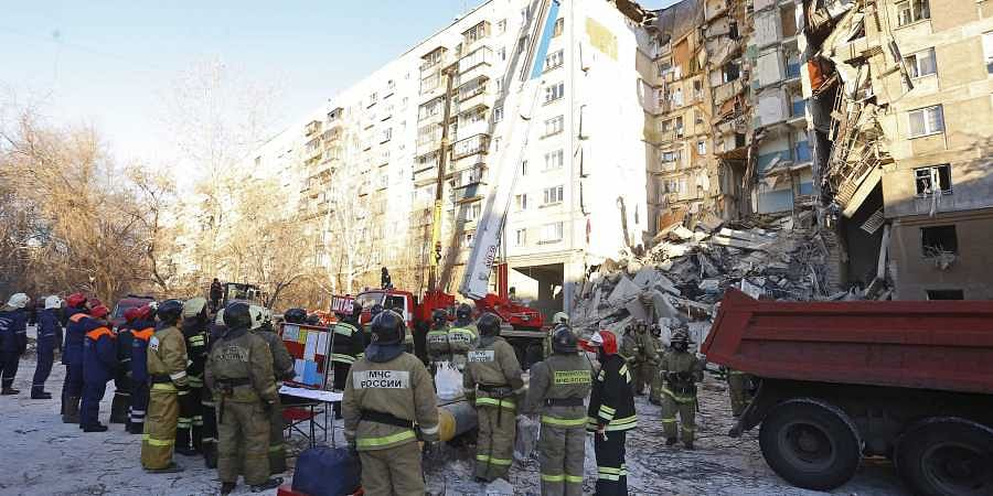 Hunt for survivors as Putin rushes to scene of deadly high-rise blast