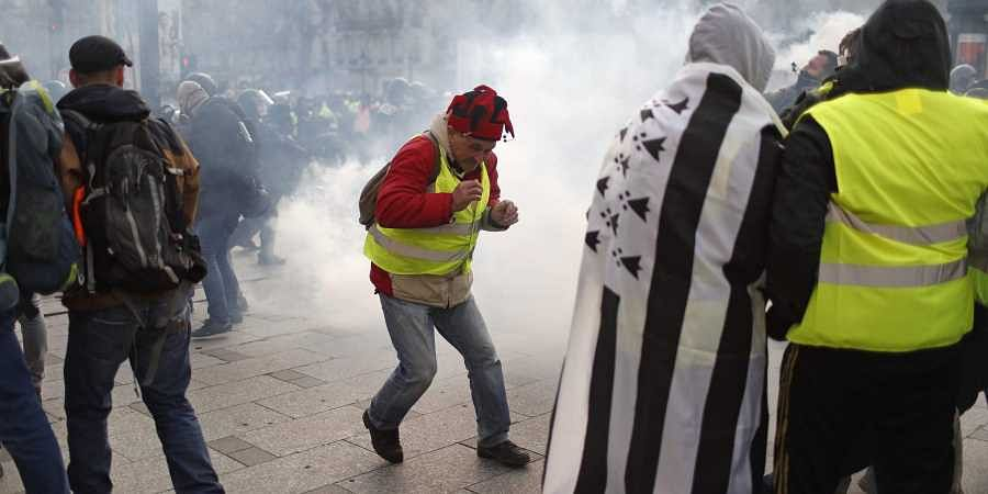 Over 350 detained as Paris braces for 'yellow vest' protest violence