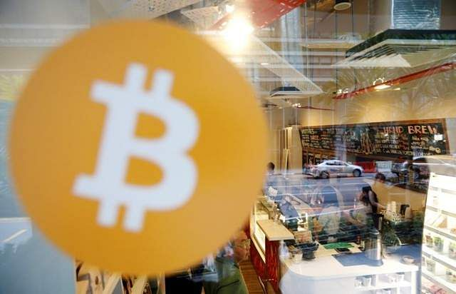 Bitcoins Prices Slide 9% To $9000 On Arun Jaitley's Warning against Cryptocurrencies