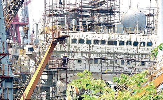 Cochin Shipyard fire: Shipping Minister visits accident site