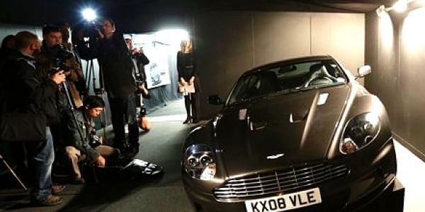 Actor Daniel Craig S Own 007 Aston Martin To Be Auctioned