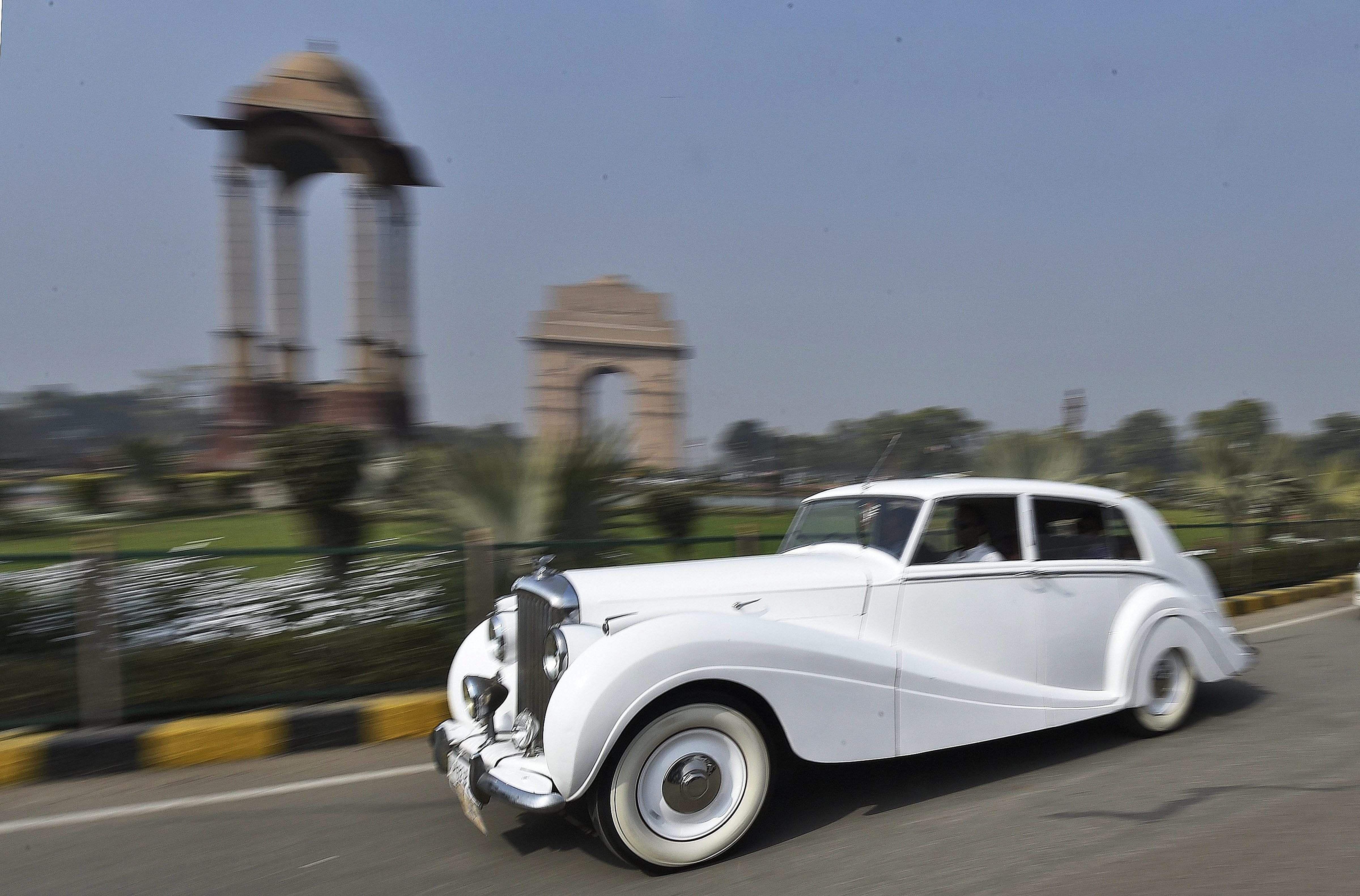 IN PICTURES | Automobile beauties grace Delhi roads at vintage car ...