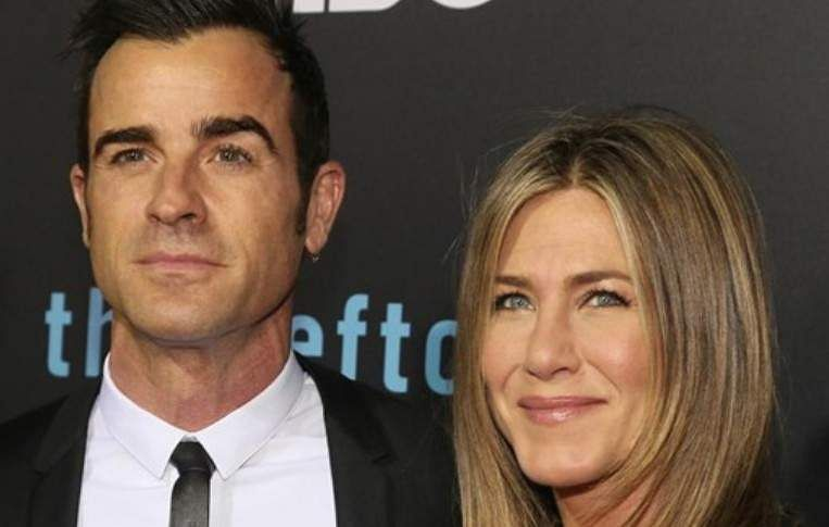 Jennifer Aniston 'leans on ex Gerard Butler' after split from Justin Theroux