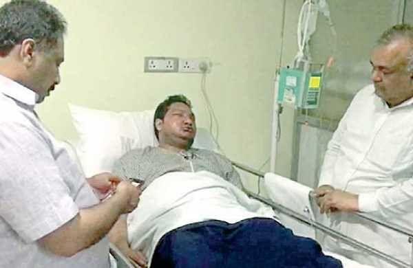 Home Minister Ramalinga Reddy met injured Vidwath at Mallya Hospital in Bengaluru