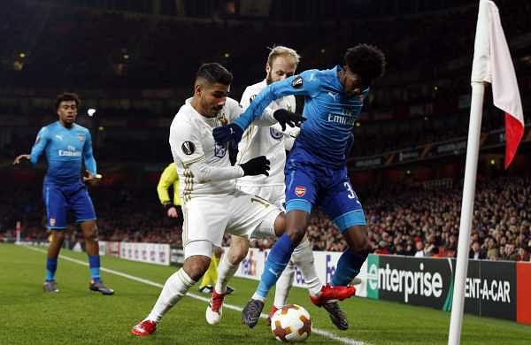 Arsenal's Ainsley Maitland-Niles, right, defends the ball from Ostersunds' Hosam Aiesh, left, and Ostersunds' Curtis Edwards. (AP)