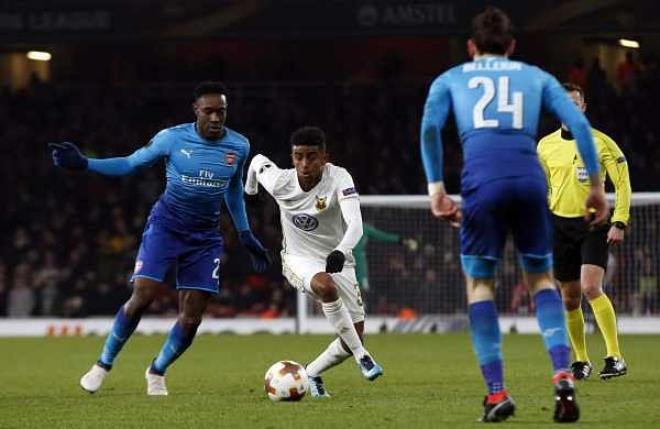 Ostersunds' Tesfaldet Tekie, second left, challenges for the ball with Arsenal's Danny Welbeck. (AP)