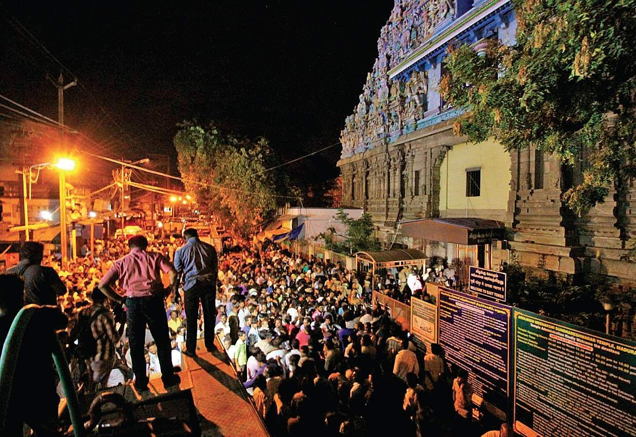 Fire breaks out at Madurai Meenakshi Temple, over 30 shops gutted