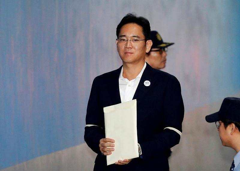Samsung scion Lee walks free