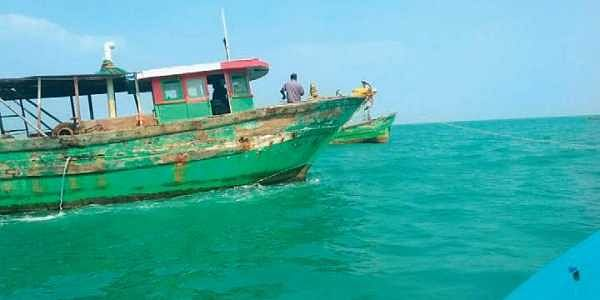 ReThe two mechanised boats that indulged in pair trawling off Manora Coast   Express