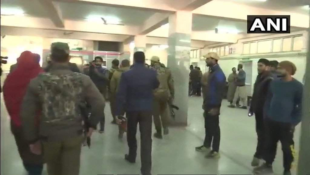 Attackers kill two policemen, free militant in raid on Srinagar hospital