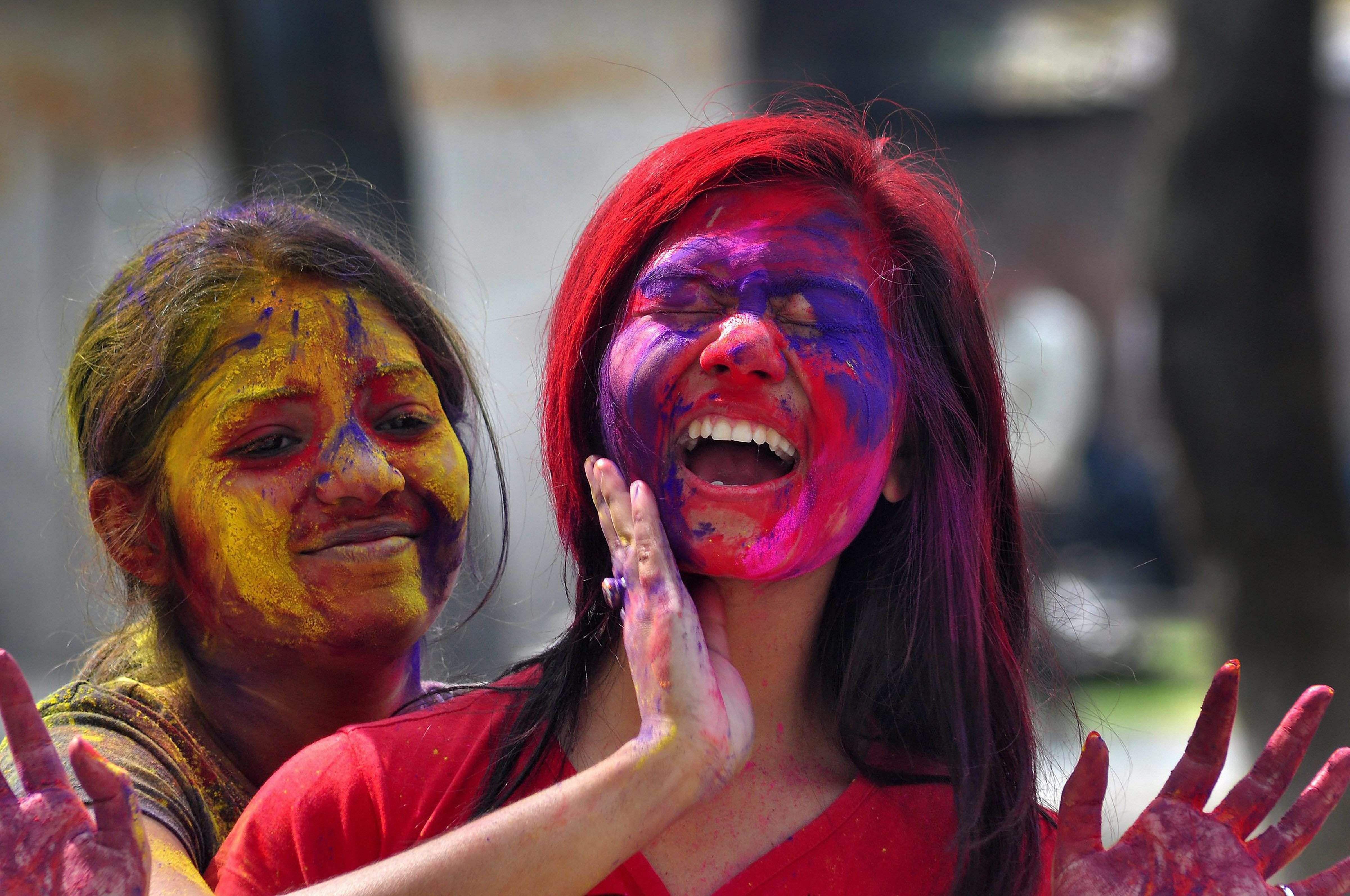 Holi News: Holi 2018: Revellers Across India Celebrate The Festival