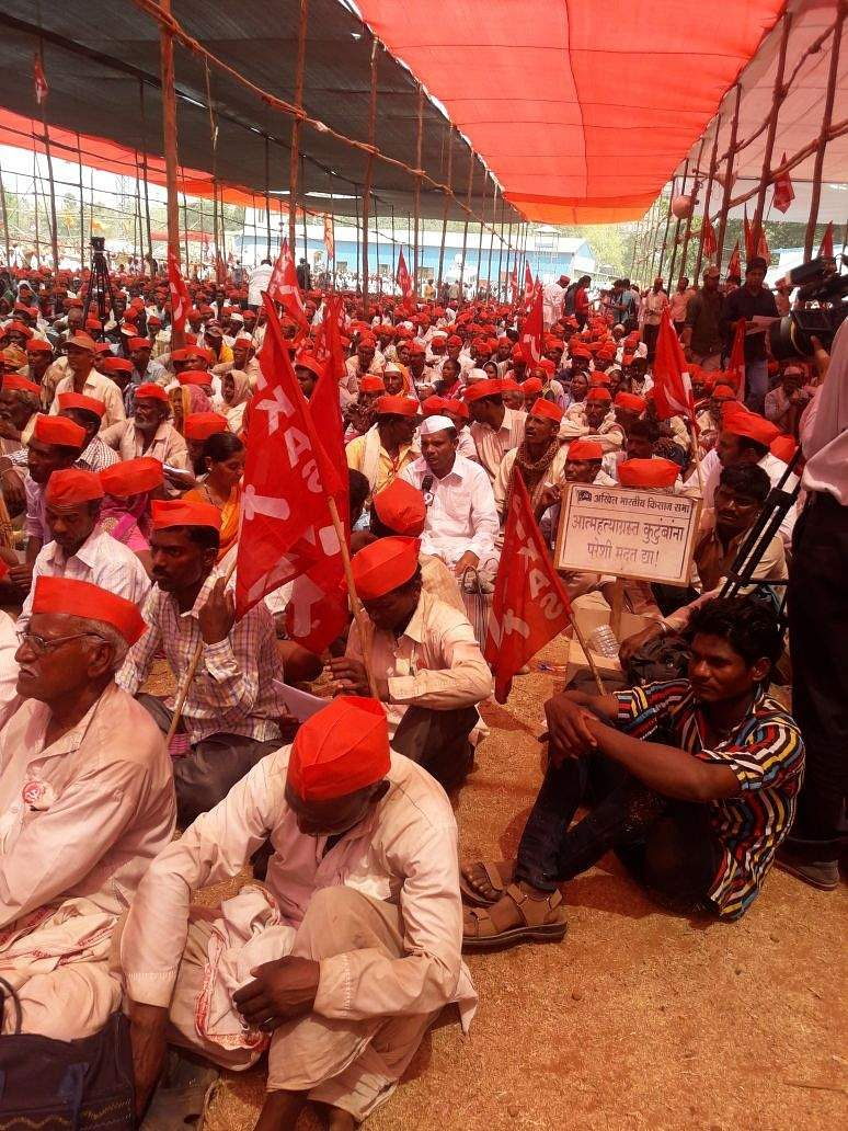The government reached out to farmers, promising to meet their demands, but farmers' leaders said they will press on with tomorrow's protest at the Vidhan Bhavan (Legislature Complex).