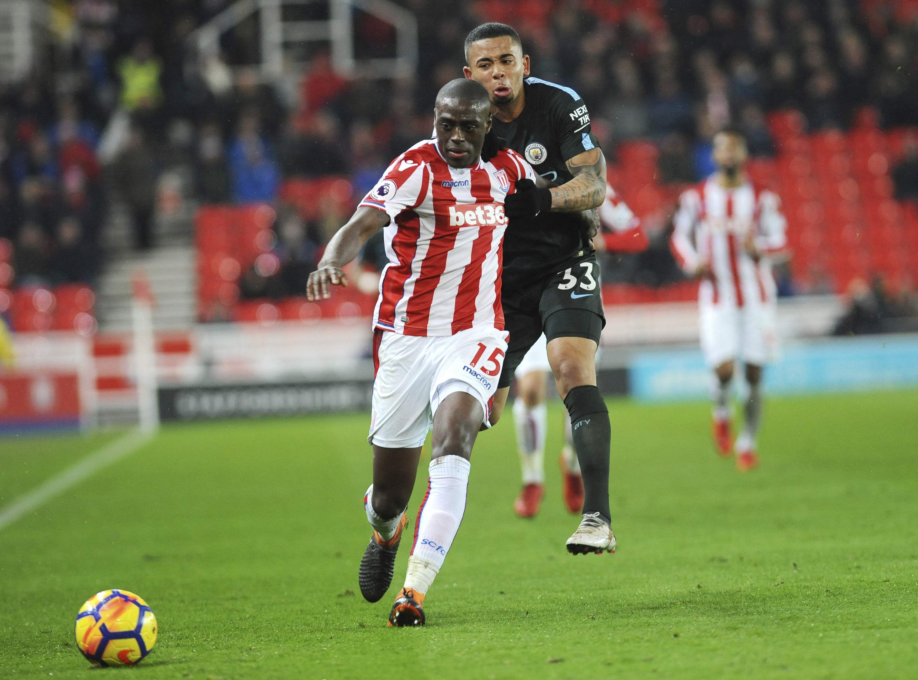 Silva double leads Man City past Stoke