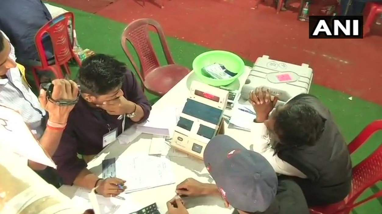 RJD leads by just 455 votes in Araria; BJP leads in Bhabua